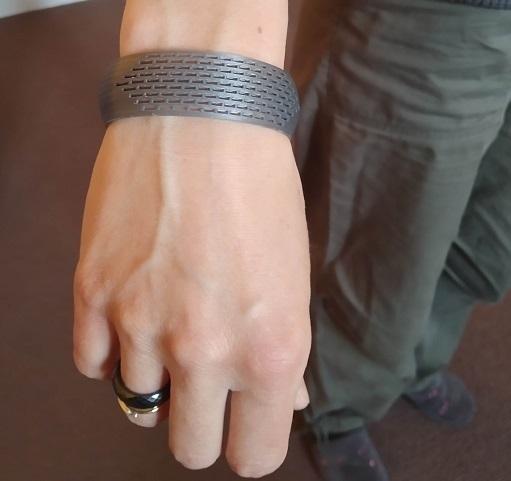 IMG_20200428_125652.jpg Télécharger fichier STL gratuit Bracelet incurvé rectangle • Plan imprimable en 3D, Oliv32