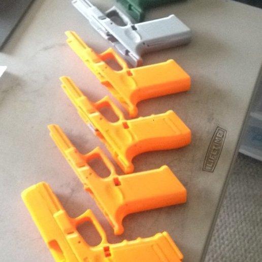 0-print1.jpg Télécharger fichier STL gratuit Glock 17 g17 • Design à imprimer en 3D, idy26