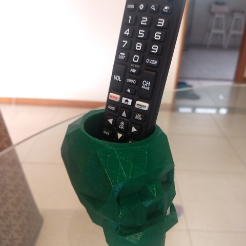 IMG_20180813_125236701.jpg Download free STL file Low Poly Skull Pen Holder With Moustache • 3D printing design, TheMeiquer