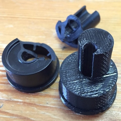 Modèle 3D gratuit Porte de baignoire KOHLER Porte de baignoire Support à rouleaux en plastique, CVMichael