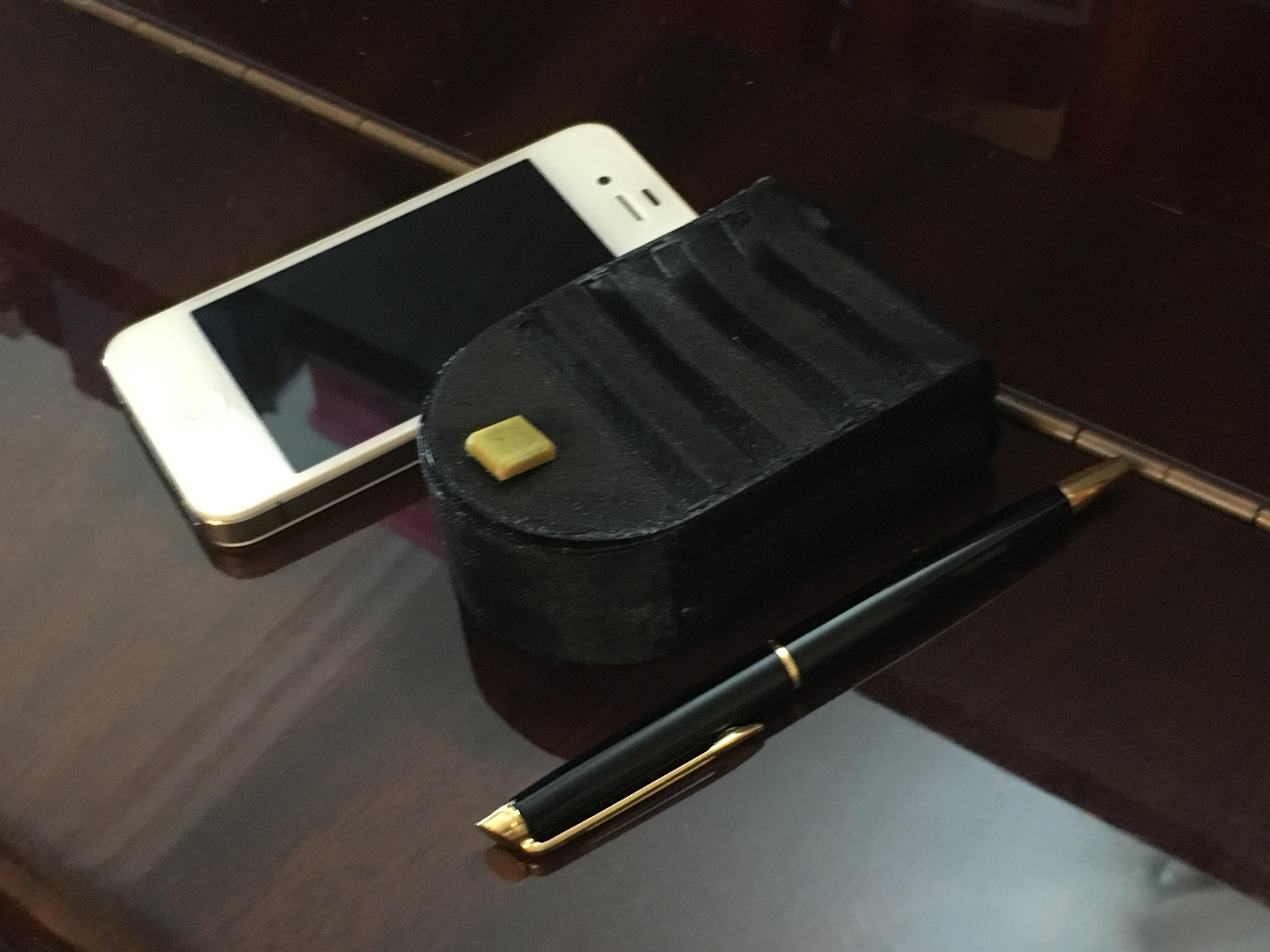 IMG_1960.JPG Download STL file One piece flexible magnetic purse • 3D printable object, Aravon