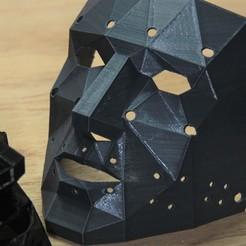 IMG_6502.jpg Télécharger fichier STL gratuit Masque LOW Poly avec trous • Objet imprimable en 3D, YEHIA