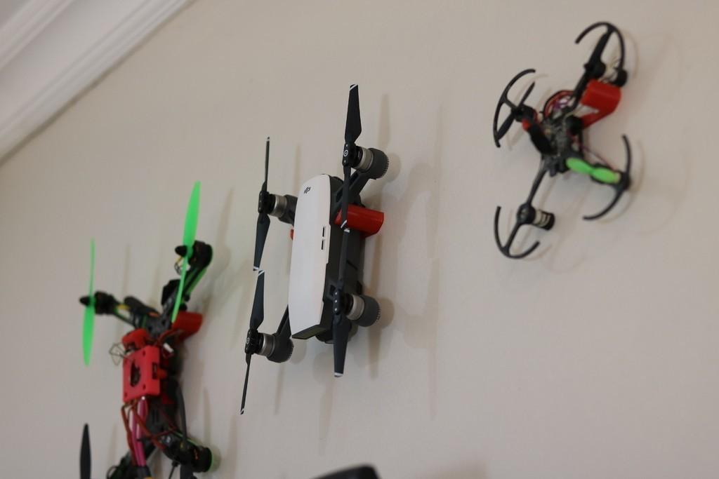 5d8765c322556f7c40d6f7767959a965_display_large.JPG Download free STL file Generic Quadcopter Wall Hook • 3D printer design, roguemat