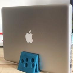 """IMG_0617.jpg Télécharger fichier STL Stand """"Macbook Pro 13 • Objet pour imprimante 3D, joelfc18"""