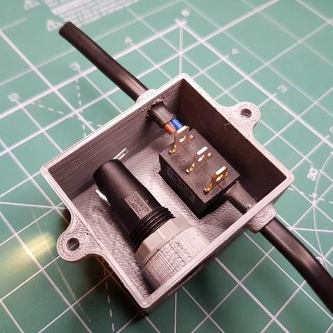35496b0bee03342d91900110c835efef_display_large.jpg Télécharger fichier STL gratuit Boîtier d'alimentation avec fusible pour montage en surface plate extérieure et cordon d'alimentation ordinaire à deux fils. • Plan à imprimer en 3D, glassy