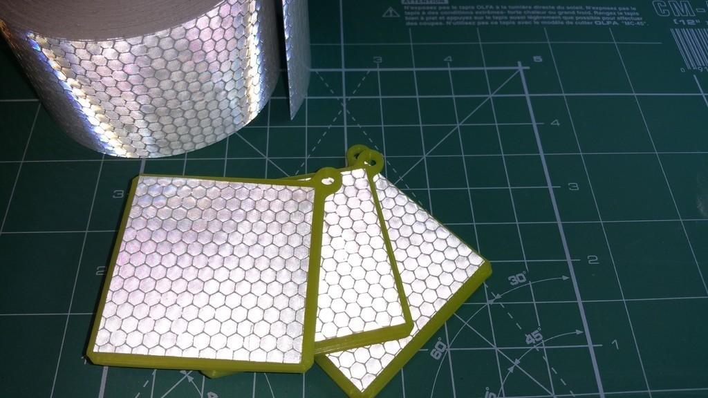 00135919751debe14d4af1cabe9bb753_display_large.jpg Download free STL file Pedestrian reflector pendants • 3D print template, glassy