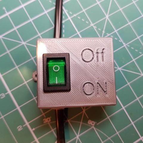 Télécharger modèle 3D gratuit Boîtier d'alimentation avec fusible pour montage en surface plate extérieure et cordon d'alimentation ordinaire à deux fils., glassy