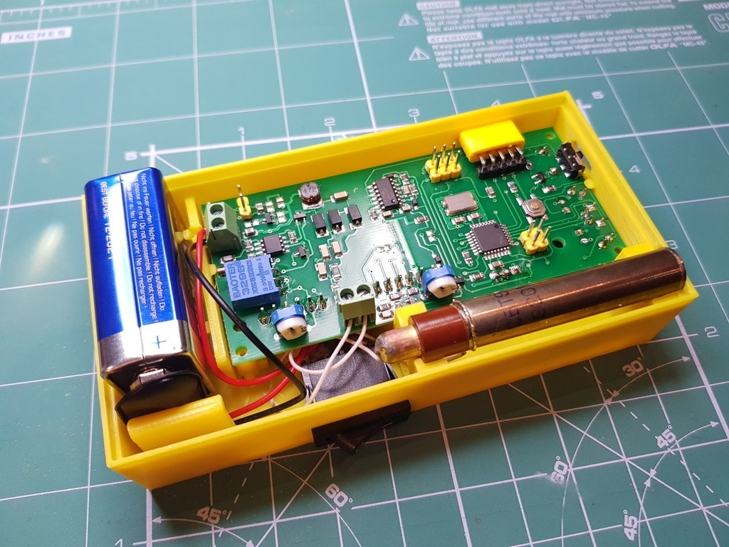 eaa74c63473bc0dab0330669ac1b3b82_display_large.jpg Download free STL file Enclosure  SMD-based geiger counter with SBT9 by impexeris • Template to 3D print, glassy