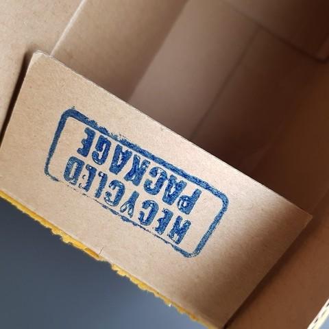 """1c99d6d095d3e6f2444dc398750d1e0d_display_large.jpg Télécharger fichier STL gratuit """"Tampon encreur """"Emballage recyclé"""" avec poignée. • Objet pour impression 3D, glassy"""
