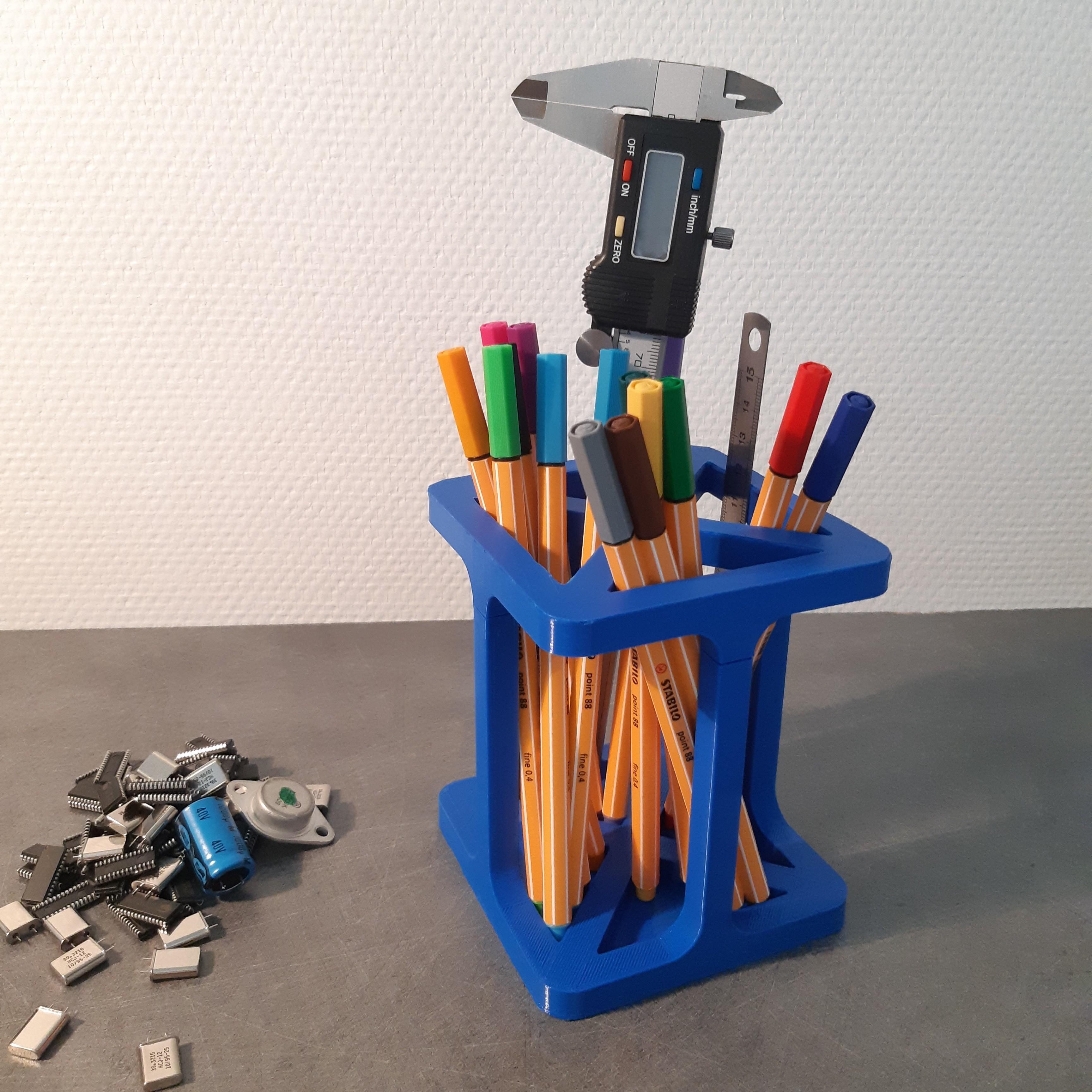 20190908_180010.jpg Download free STL file Pot à crayons design (2 parties) • Template to 3D print, iguigui