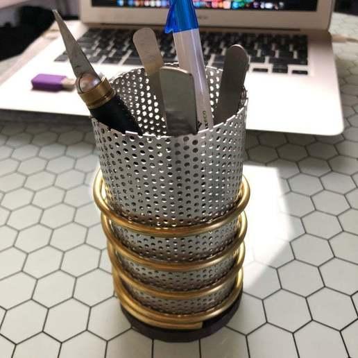 Download free STL file Steam punk pencil holder - base plate • 3D printing design, hessevalentino