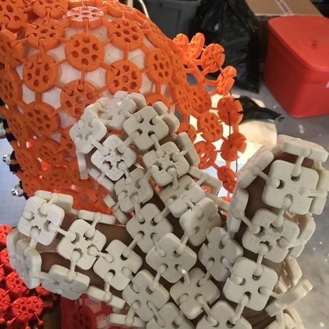 Télécharger modèle 3D gratuit Gant à trois doigts imprimé 3D à mailles carrées avec bouton-pression., drewrokebythomas