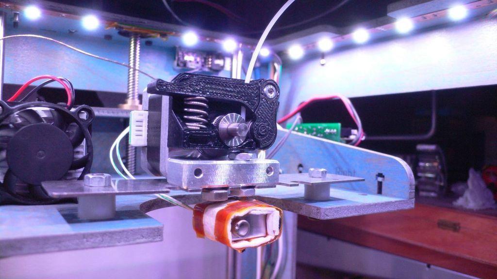 L1110832_display_large.jpg Télécharger fichier STL gratuit Bloc d'entraînement Thing-O-Matic à ressort • Modèle à imprimer en 3D, TeamTeamUSA