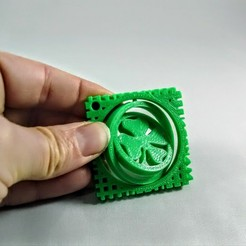 Free 3D printer model St. Patty's Day 4 Leaf Clover Gimbal, Makerneer