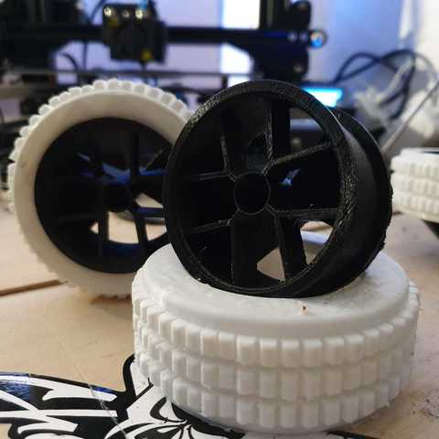 WhatsApp Image 2019-05-26 at 09.27.16 (1).jpeg Download free STL file RC Car wheel with Tire for 1:16 and 1:18 Models • Model to 3D print, Celil27