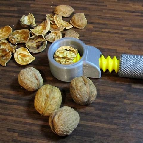 f40bf8a983b5b50783f70227e44369aa_display_large.jpg Download free STL file Nut & walnut cracker [My grandma design] • 3D print design, 3d-dragar