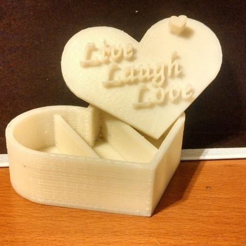 Download free 3D printing templates Heart Shaped Pill Holder Remixed, Khuxtan