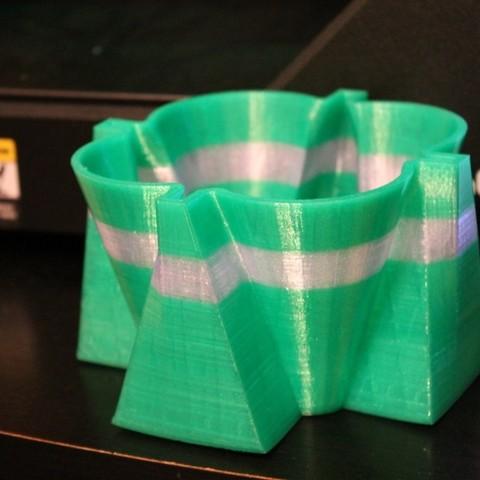 Télécharger fichier 3D gratuit jardinière, vase, porte-stylo, etc., Laevalia