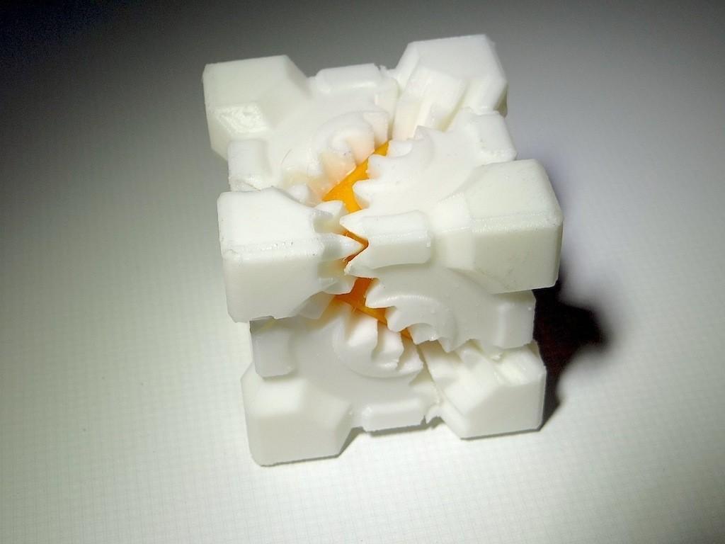 DSC00376_display_large.jpg Télécharger fichier STL gratuit PLA Companion Cube Gears • Modèle imprimable en 3D, Gaenarra