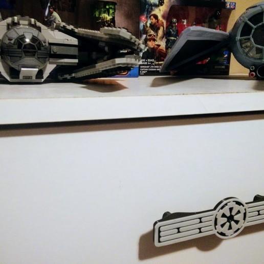 IMG_20180317_065834.jpg Télécharger fichier STL gratuit Poignée de tiroir Star Wars • Design à imprimer en 3D, Nacelle