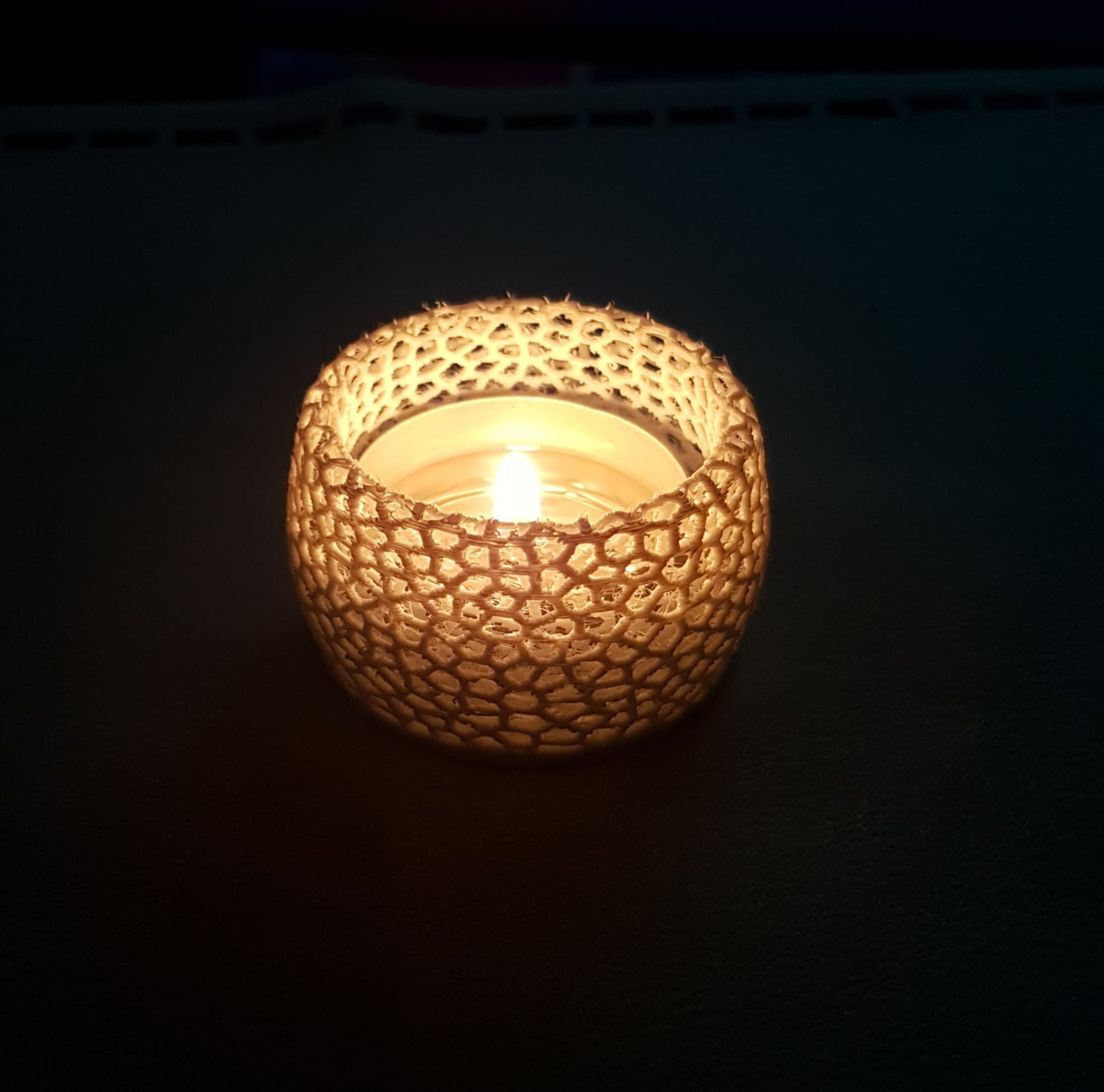 68990138_378795229474882_1265931736366186496_n.jpg Télécharger fichier STL gratuit Petite bougie chauffe-plat voronoi ( pour lumières LED et bougies chauffe-plat réelles) • Design pour impression 3D, Peter-Jan
