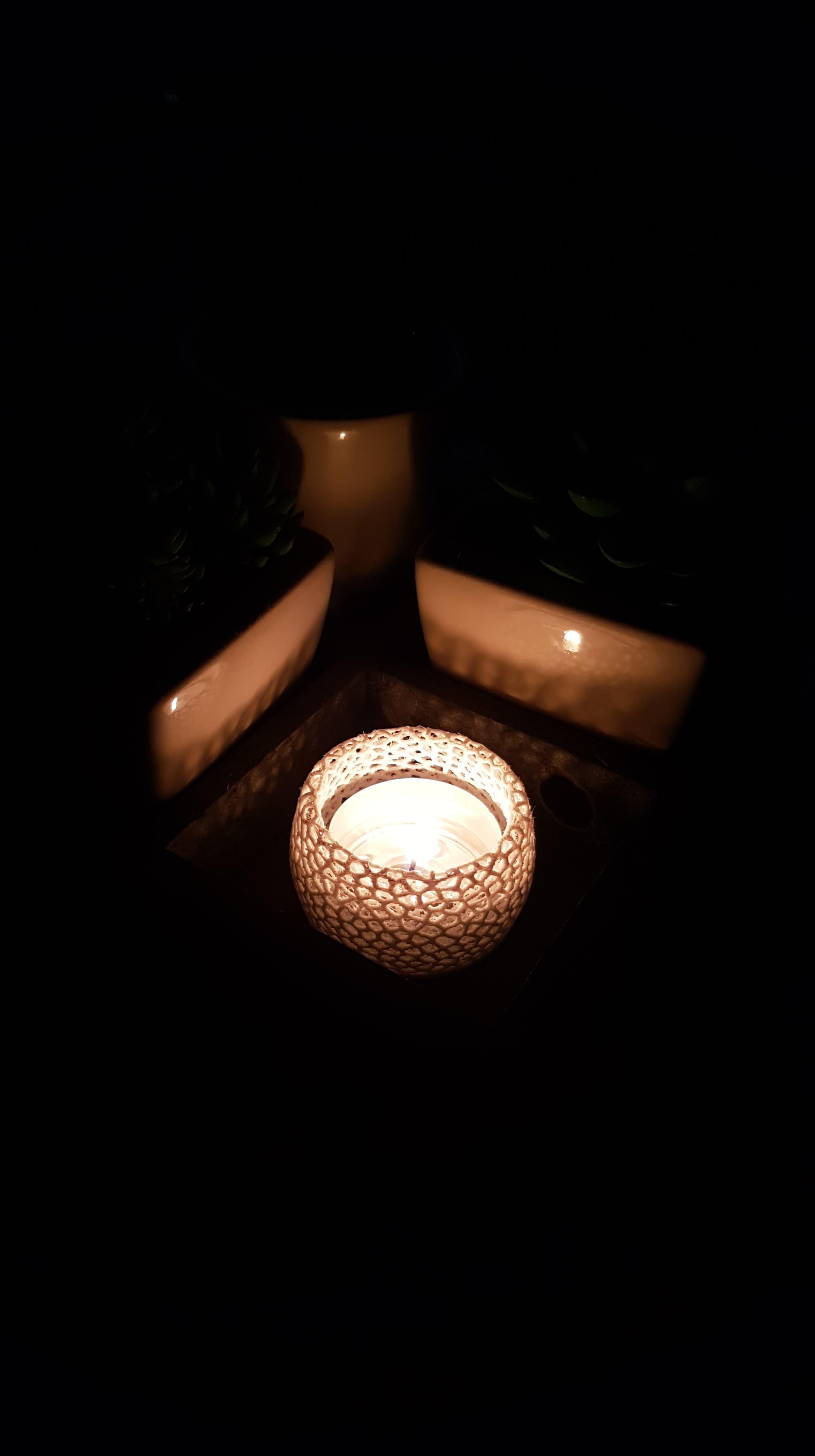 69930417_1440459562802974_7190456143259369472_n.jpg Télécharger fichier STL gratuit Petite bougie chauffe-plat voronoi ( pour lumières LED et bougies chauffe-plat réelles) • Design pour impression 3D, Peter-Jan