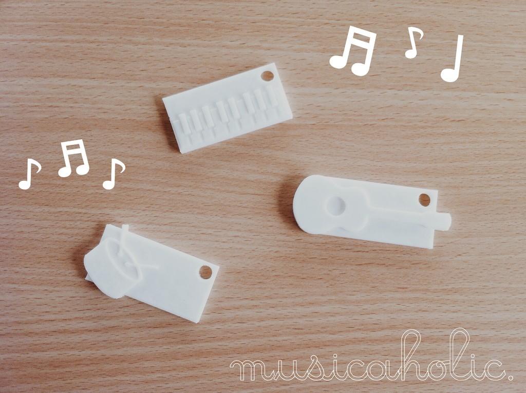 cover_display_large.jpg Télécharger fichier STL gratuit porte-clés musicaholic x porte-nom • Objet à imprimer en 3D, Durbanarb