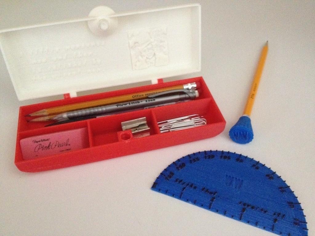 Loaded_display_large.jpg Télécharger fichier STL gratuit Coffret de crayons fermant à clé personnalisable • Objet imprimable en 3D, Bolnarb