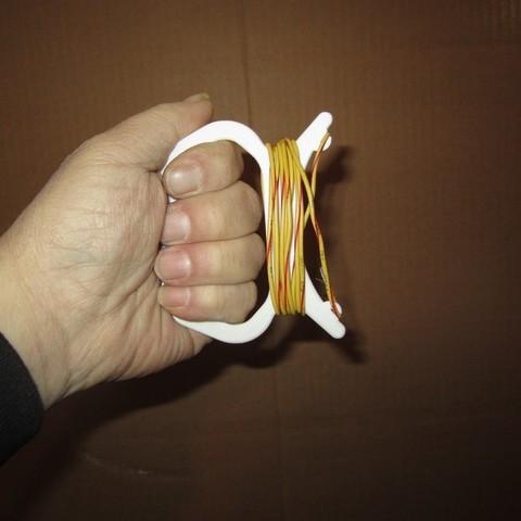 IMG_1651_display_large.jpg Download free STL file Hand Held String Winder • Model to 3D print, Tarnliare