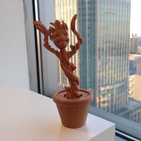 IMG_0273_display_large.jpg Télécharger fichier STL gratuit Groot dansant • Design pour impression 3D, Tarnliare