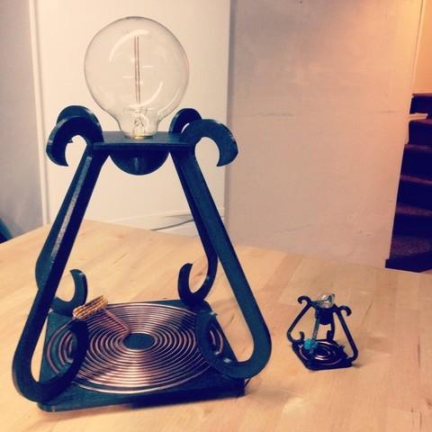 fichier 3d gratuit mini lampe de bureau tesla alimentation sans fil la poste. Black Bedroom Furniture Sets. Home Design Ideas