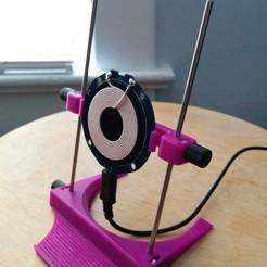 Imprimir en 3D gratis Soporte cargador QI ajustable mínimo, Kajdalon