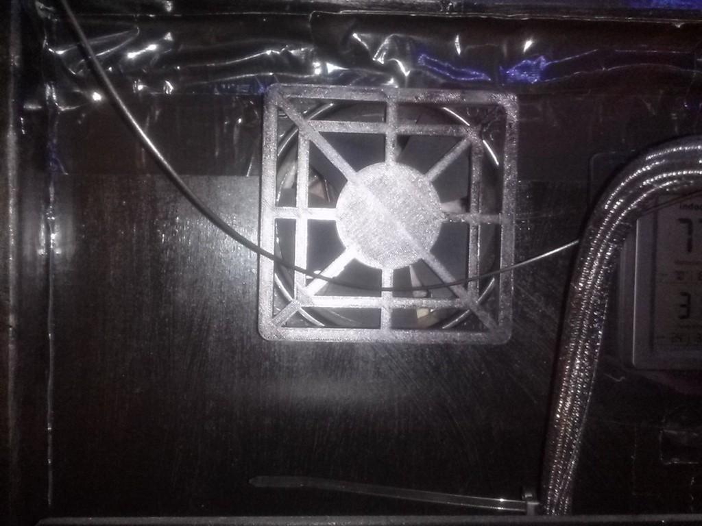 CAM00330_5B1_display_large.jpg Télécharger fichier STL gratuit Couvercle du ventilateur • Design pour impression 3D, Balkhagal4D