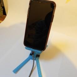 DSCN2944.JPG Télécharger fichier STL Support géométrique de bureau de chargement de téléphone • Modèle pour imprimante 3D, OzzieDesigns