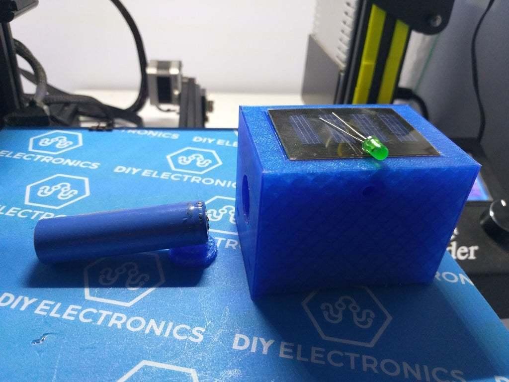 20200330_184200.jpg Télécharger fichier STL gratuit Boîtier de LED de clignotant pour les factices de télévision en circuit fermé rechargeables à l'énergie solaire • Design pour impression 3D, procv
