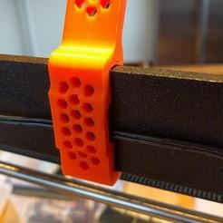 Télécharger fichier STL gratuit Prusa i3 MK2/MK2S/MK3 Guide filament avec reces pour câbles / fils • Design à imprimer en 3D, petclaud