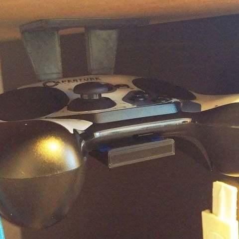 Télécharger modèle 3D gratuit Contrôleur sous le crochet de support de bureau, greenbox6