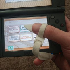 Archivos STL gratis Lápiz táctil de pulgar para Nintendo DS y correa de muñeca 3DS, greenbox6