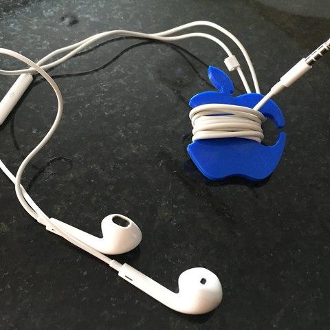Apple Earbud Cable Wrap-03 (2).jpg Télécharger fichier STL gratuit Enveloppe de cordon de boutons d'oreilles aux pommes • Plan pour impression 3D, Trikonics