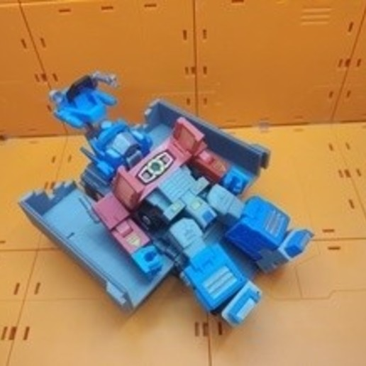 card_preview_IMG_20200105_150058.jpg Download free 3MF file Optimus Prime Transformers - Print Optimized • 3D printing design, gient