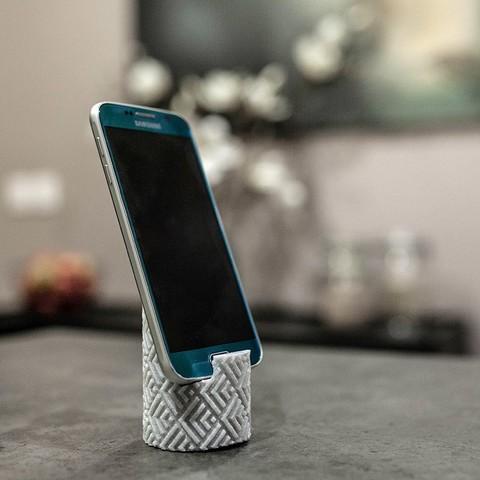 _MG_6807.jpg Télécharger fichier STL gratuit Textured column phone stand • Design à imprimer en 3D, Syboulette