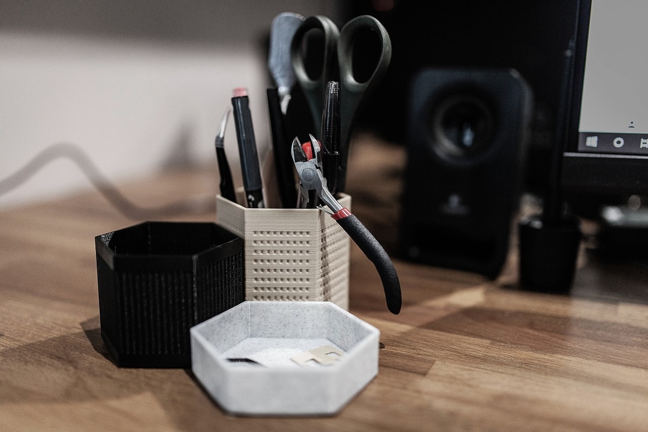 _MG_6783_cover.jpg Télécharger fichier STL gratuit Design desk organizer • Modèle imprimable en 3D, Syboulette