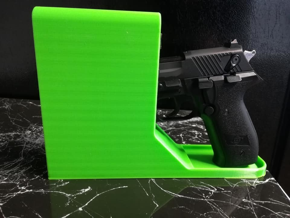 51427943_10217948813973297_5269967632886398976_n.jpg Download free STL file Pistol Holder • 3D printable template, DraftingJake