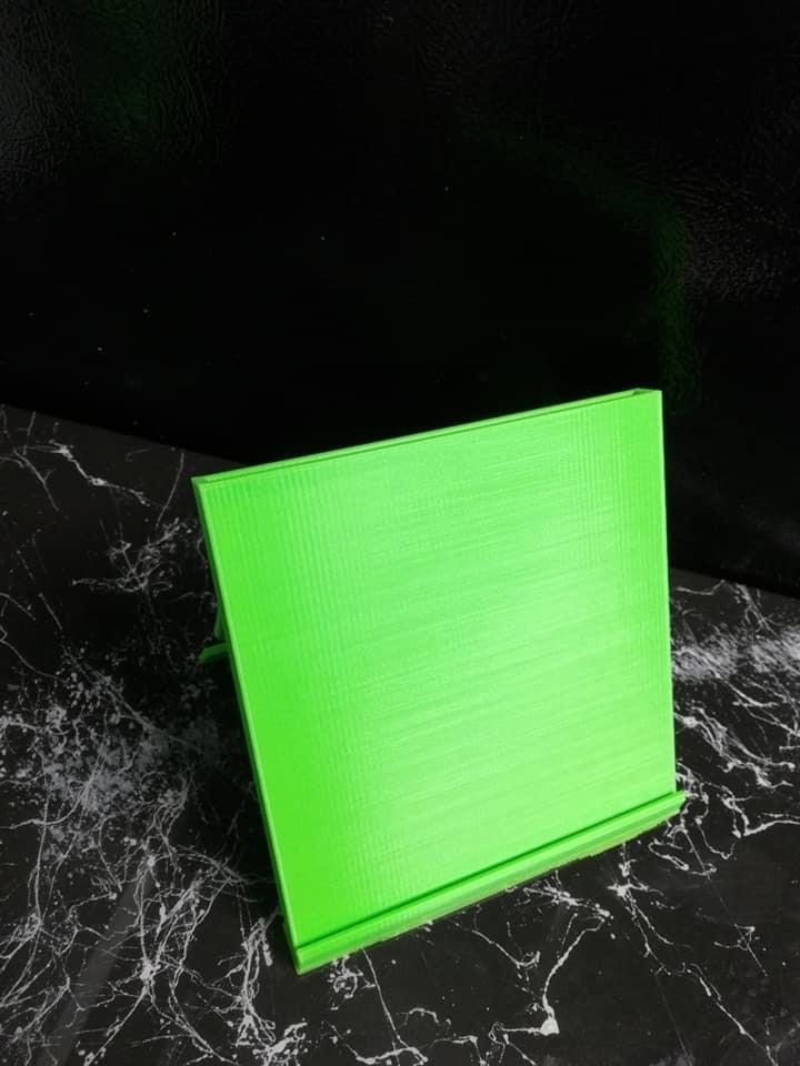 52416010_10217979935431314_1994950375563591680_n.jpg Download free STL file Recipe Card Stand • 3D printable design, DraftingJake