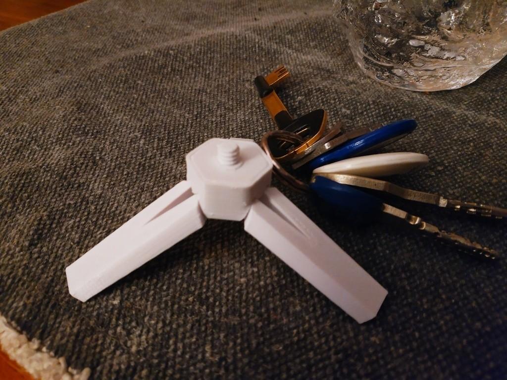 f82509d000585d4fcbf60d106b17b3a9_display_large.jpg Télécharger fichier STL gratuit Porte-clés trépied pour caméra (1/4 vis) • Design imprimable en 3D, FiveNights