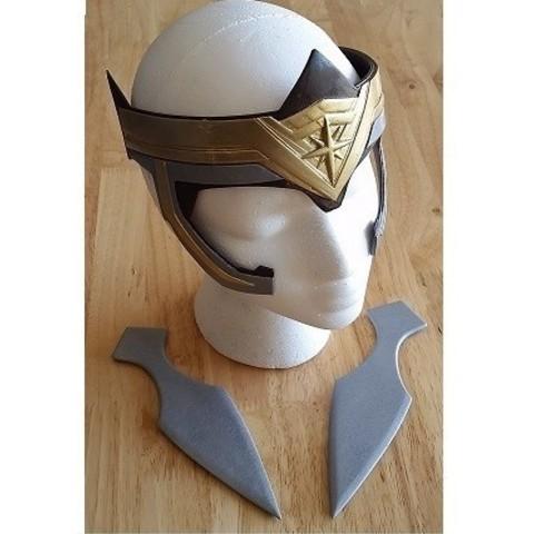 Free 3D printer model General Antiope Helmet and Throwing Knives, hterefenko