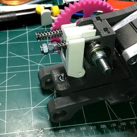 Fichier imprimante 3D gratuit Support d'extrudeuse à engrenages pour DaVinci PRO de XYZ, indigo4