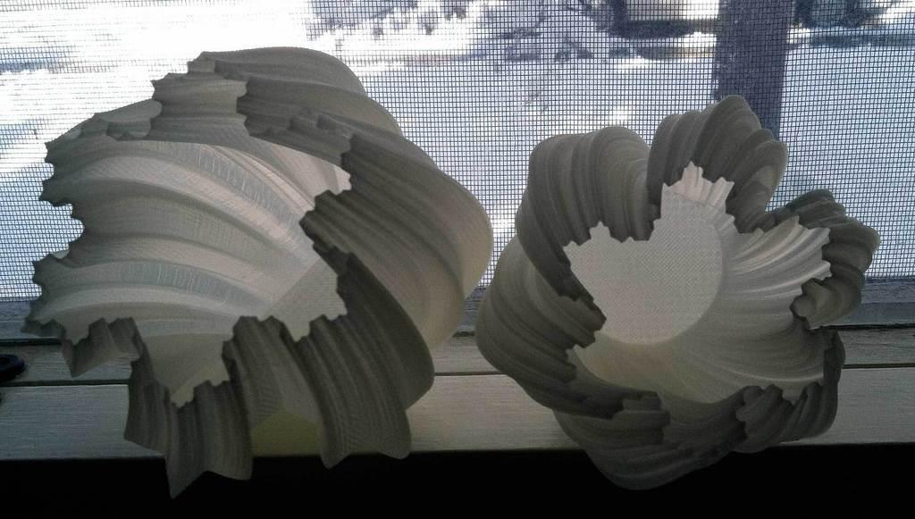 pair2_display_large.jpg Download free STL file Yet More Twisting Kochflake Vases • 3D printing template, Revalia6D