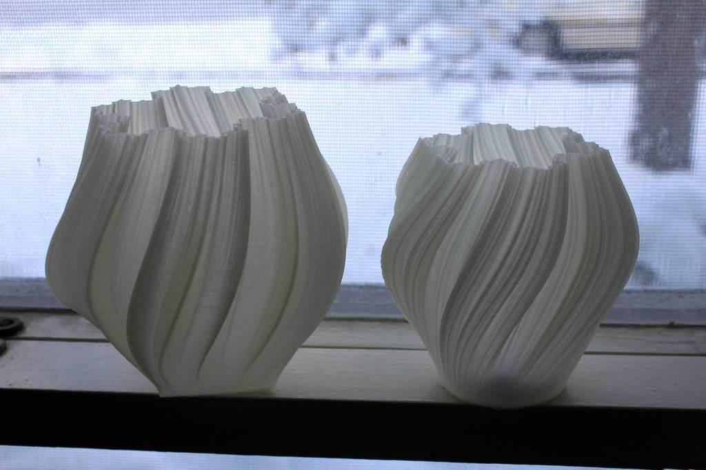 pair_display_large.jpg Download free STL file Yet More Twisting Kochflake Vases • 3D printing template, Revalia6D