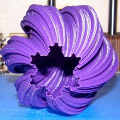 Free STL file Large Twisted Koch Snowflake Vase, Darkolas